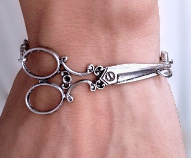 Antique Silver scissor bracelet - wish bracelet. $8.50, via Etsy. For my hairstylist at Christmas!Antiques Silver, Bracelets 8 50, Chains Bracelets, Bracelets Chains, Hairstylists Jewelry, Gift Ideas, Scissors Bracelets, Silver Scissors, Jewelry Antiques