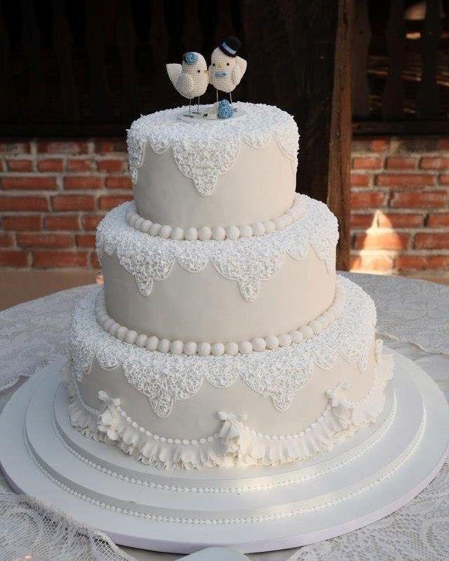 Que mimo esse bolo. #casamento #perfeito #bolo #bolodecasamento #branco #fofo #quero #pombinhos #festa