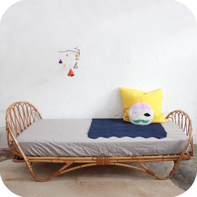 lit en rotin qwant recherche nid pinterest lit en rotin rotin et nids. Black Bedroom Furniture Sets. Home Design Ideas