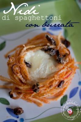 nidi di spaghettoni con burrata