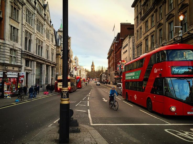 Walking the streets, look left , look right ☺️ (ved London, United Kingdom)