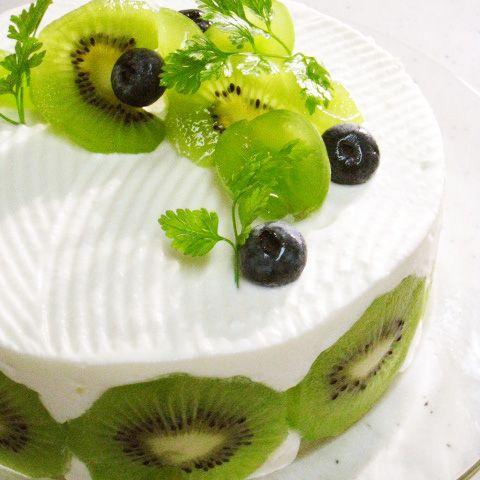 キウイとココナツレモンムースのケーキの画像                                                       …