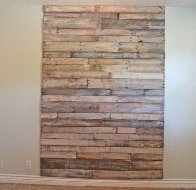 Decorando a parede com paletes você renova o seu cômodo sem a necessidade do quebra-quebra de uma reforma convencional (Foto: artesanatopassoapassoja.com.br)