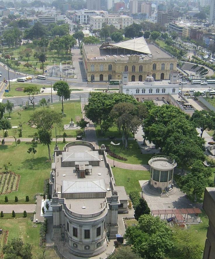 Musen und Parks im historischem Zentrum der Hauptstadt von Peru.