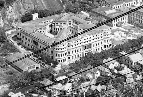 Saudades do Rio - UOL Fotoblog.... Vemos a região da Praia Vermelha nos anos 50, tendo o mesmo aspecto da década seguinte, quando eu e o Conde di Lido entramos para a faculdade..........FACULDADE NACIONAL DE MEDICINA