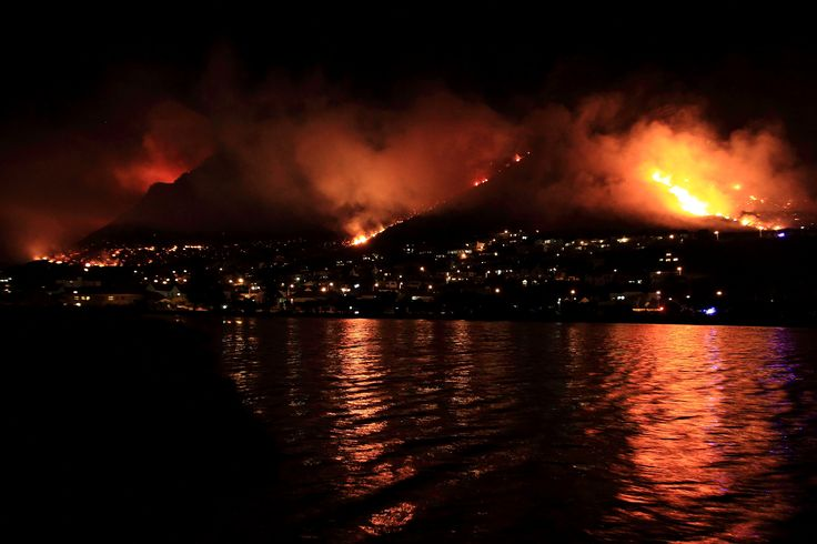 Muizenberg Mountain range hit by 3 fire fronts... #CapeFire #MuizenbergFire