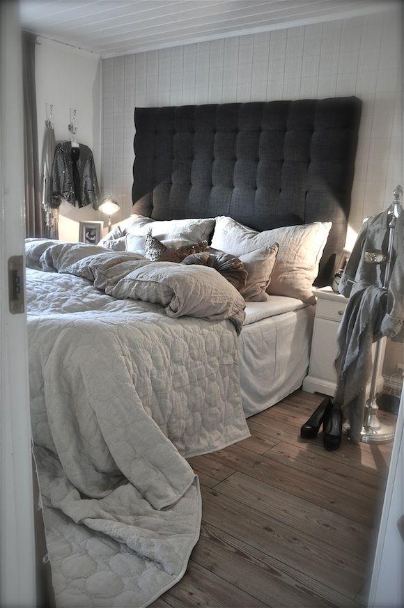 Le lit défait mais qui donne envie de s'enfouir sous la couette
