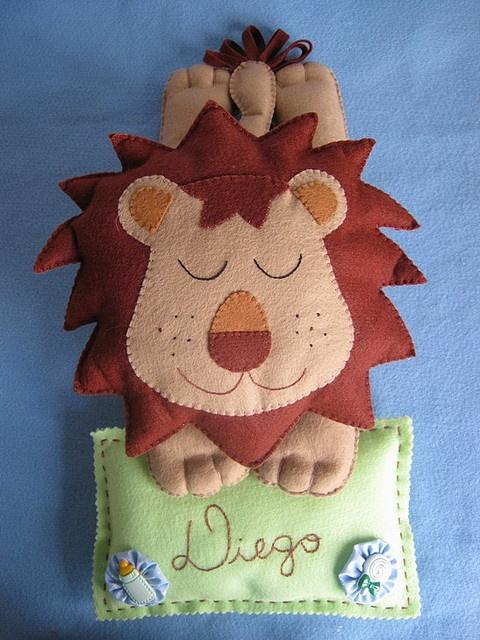 Leão sonequinha - idéia pra porta de maternidade ou quarto infantil!