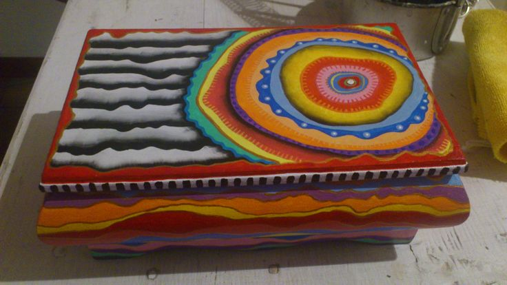 Joyero pintado a mano con pintura acrílica por Irma Hoyo