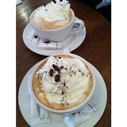 langueur:    aloelita:    langueur:    cafe viennois in paris? how can i ever drink coffee in the us again?    rosy xo    mmmwhat