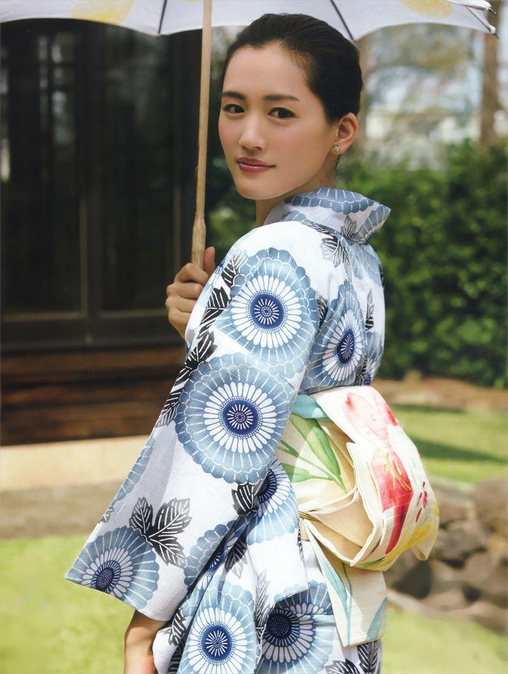 綾瀬はるか (Haruka Ayase): MAQUIA magazine