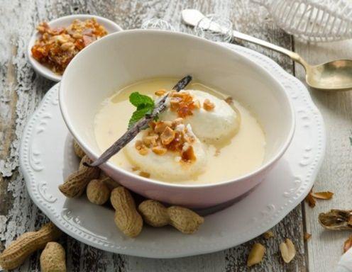 Schneenockerl in der Kanarimilch mit Erdnusskrokant Rezept