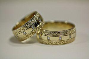 Широкие обручальные кольца с бриллиантами