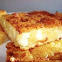 Πολύ εύκολη και νόστιμη πίτα με τραχανά. Η Θεσσαλιώτισσα γιαγιά μας μεγάλωσε μ' αυτη την Τραχανόπιτα, τα κρύα απογεύματα του χειμώνα μας την έφτιαχνε και την συνόδευε μαζί με ζεστό γάλα!