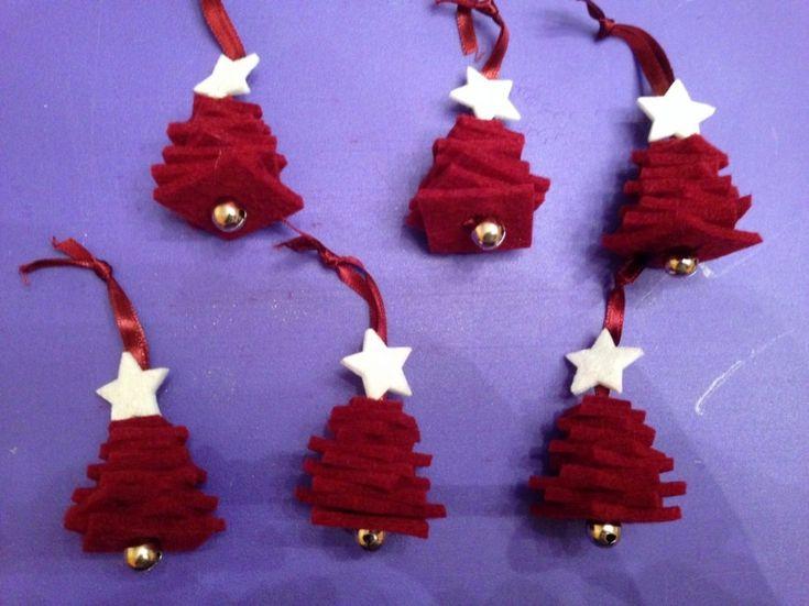 Decorazioni natalizie fai da te alberelli in feltro fai - Decorazioni natalizie fatte a mano per bambini ...