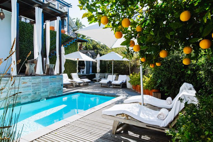 Kensington Place Hotel. Perched on the slopes of Table Mountain, with jaw-dropping panoramic views across the city bowl, Kensington Place is a boutique hotel with a stylish twist. Timbuktu Travel