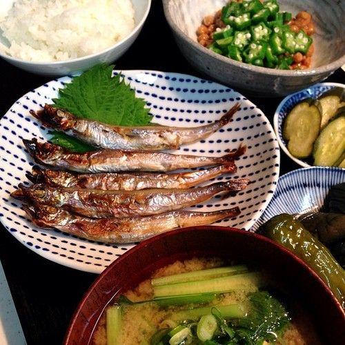 okazu-shokudo:  オクラ納豆・ししゃも・茄子の揚げ浸し・胡瓜のぬか漬け・お豆腐と小松菜のお味噌汁。土曜日の朝ごはん。