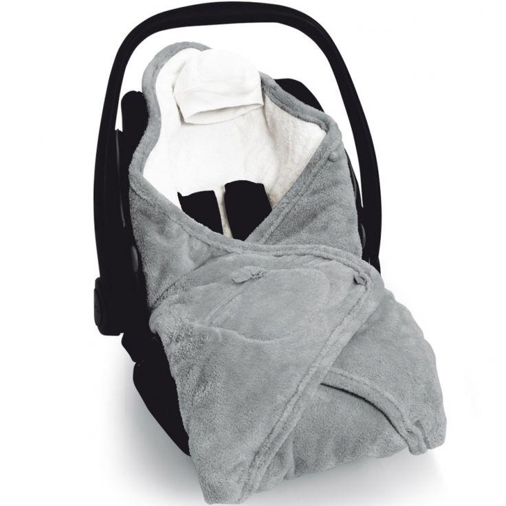 La couverture nomade Biside Softy zip grizou de la marque Baby Boum tiendra bébé au chaud tout au long de sa promenade en poussette ou en voiture.