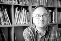 """Bernard Friot est né près de Chartres en 1951, mais il a posé ses valises dans de nombreuses villes de France et d'Allemagne. Il a été enseignant de lettres et s'est très tôt intéressé aux pratiques de lecture des enfants et adolescents. Bernard Friot se définit comme un """"écrivain public"""" ... http://www.editionsmilan.com/Livres-Jeunesse/Nos-auteurs/Bernard-FRIOT"""