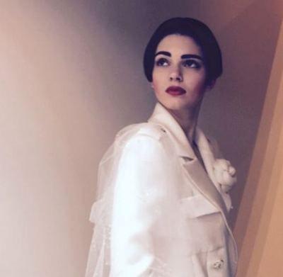 Resumo da beleza e tendência alta-costura inverno 2015 - Kendall Jenner para Chanel - cabelo escuro curto, batom vermelho