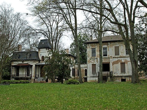 379 best images about abandoned houses on pinterest for Abandoned plantation homes for sale