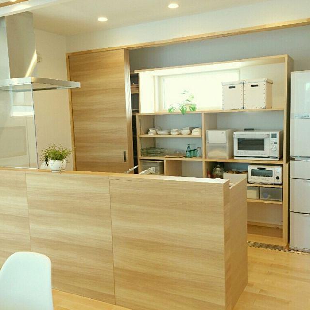 3LDKのキッチンカウンター/キッチン収納/整理収納/パイン材の床/北欧/ナチュラルモダン…などについてのインテリア実例を紹介。「キッチンの収納部を開けた所」(この写真は 2015-05-16 16:41:37 に共有されました)