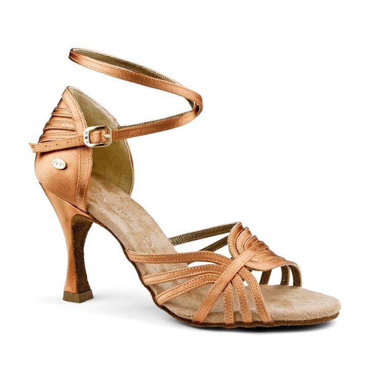 En smuk kvalitets-dansesko, latin, udført i mørk bronze satin. Modellen hedder PD137 Premium og fåes hos Nordic Dance Shoes: http://www.nordicdanceshoes.dk/portdance-pd137-premium-moerk-bronze-satin-dansesko#utm_source=pin
