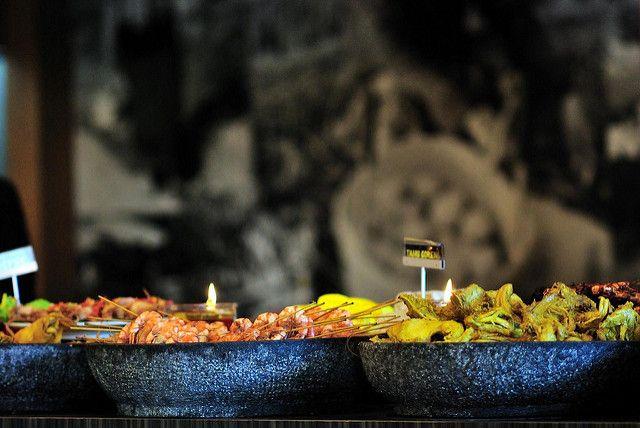 Kuliner Khas dari daerah Jawa Barat seperti lontong oncom, combro, surabi oncom, nasi liwet, nasi tutug oncom, lalapan, nasi timbel, sayur asem