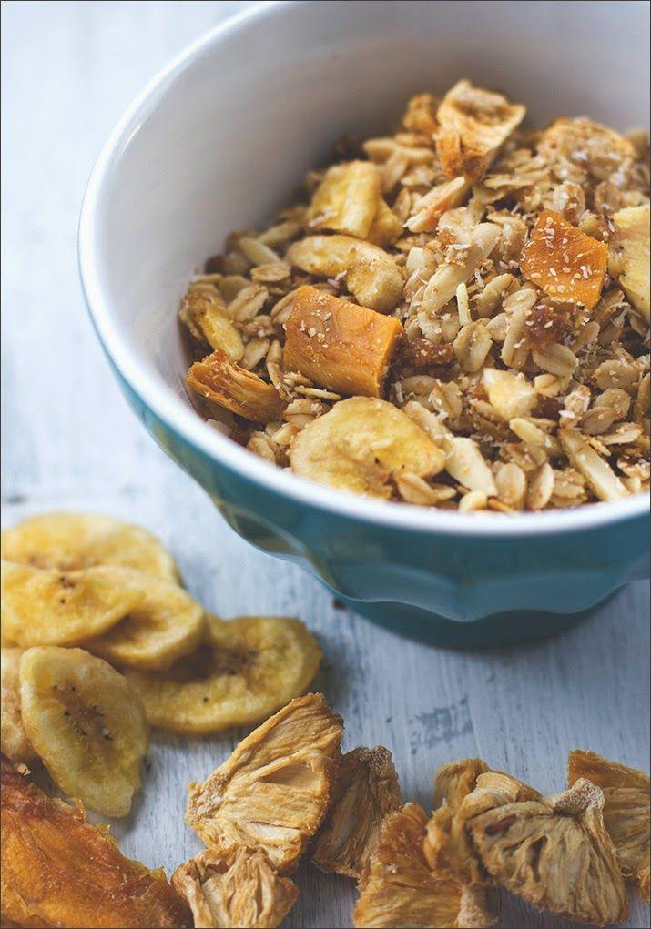 Homemade Granola | Breakfast | Tropical Granola | Exotic | Pineapple | Mango | Coconut | Banana / Selbstgemachtes Knuspermüsli | Müsli der Woche | Frühstück | Exotisches Knuspermüsli mit Ananas, Mango, Kokos und Banane