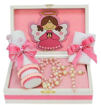 Caja de madera con vela y toalla para Bautizo de niña. Rosa