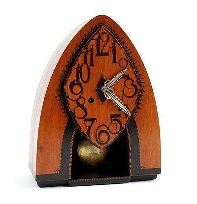 Botterweg Auctions Amsterdam > Paraboolvormige gebatikt houten klok met slinger uurwerk, ontwerp & uitvoering Louis Bogtman(1900-1969), Hilversum ca.1925