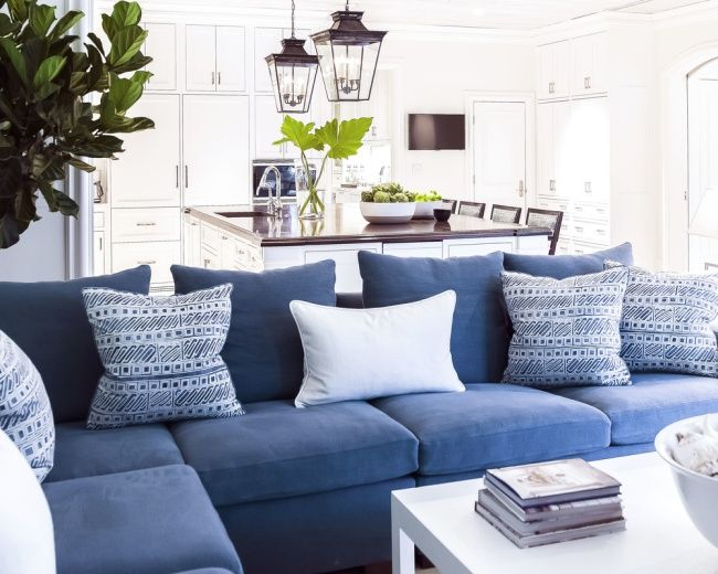 25 best ideas about blue couches on pinterest blue sofa for Blue couch living room