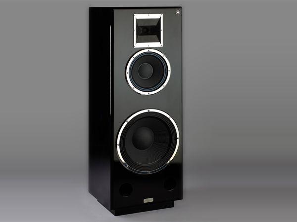 Die Lautsprecherboxen M1 von Daniel Hertz sind die teuersten Komponenten in der Hifi-Anlage von Dmitri Medwedew. Das Paar kostet 55000 Euro. Hergestellt werden diese Lautsprecher in einer Pianofabrik bei Prag. (Foto: Hersteller)