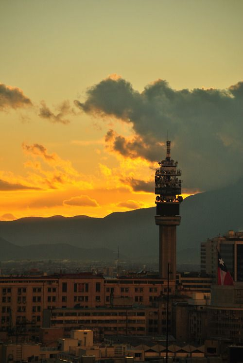 Atardecer en Santiago Torre Entel Chile