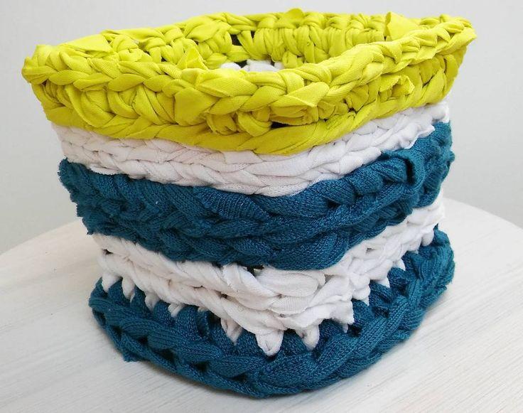 Ananaskirsikkakorin uusi look, osa 2/The new look of a small fruit basket - Part 2  #kierrätys #recycling #uudelleenkäyttö #reuse #virkattu #crocheted #ketjusilmukka #raidallinen #striped #raidat #stipes #käsityö #handicraft #trikookude #trikookudekori #reusingtshirt #virkattukori #chrochetedbasket #recyclingtshirts #kierrätetty #virkkaus #virkkaaminen #chrocheting #recyclingfruitbasket  #selfdesigned #selfmade #itsetehty #itsesuunniteltu