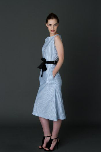 Striped dress with waist black girdle and lateral pockets