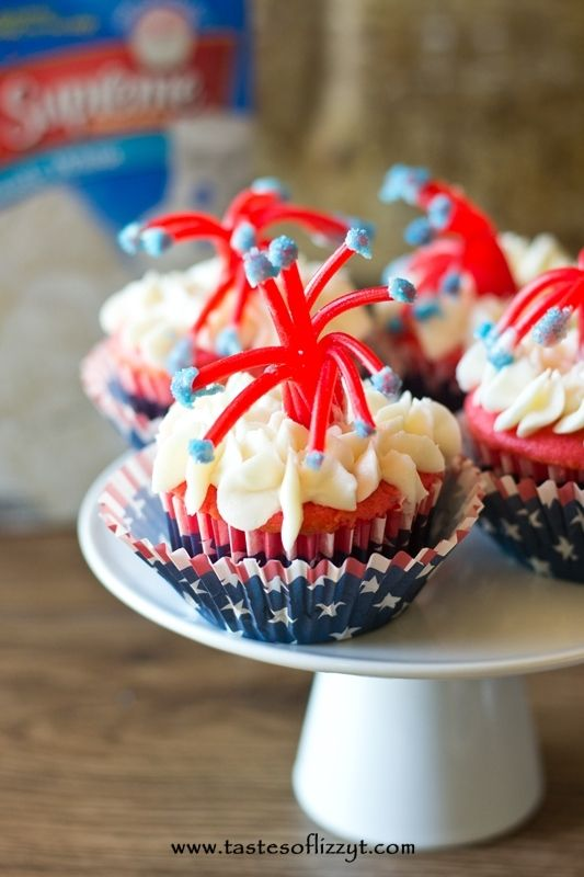 Twizzler Firecracker Cupcakes are so fun for a July 4th party!