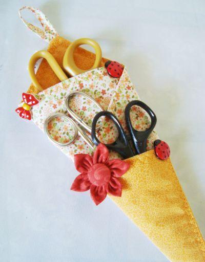 É muito fácil fazer este porta-tesouras de tecido (Foto: Divulgação)