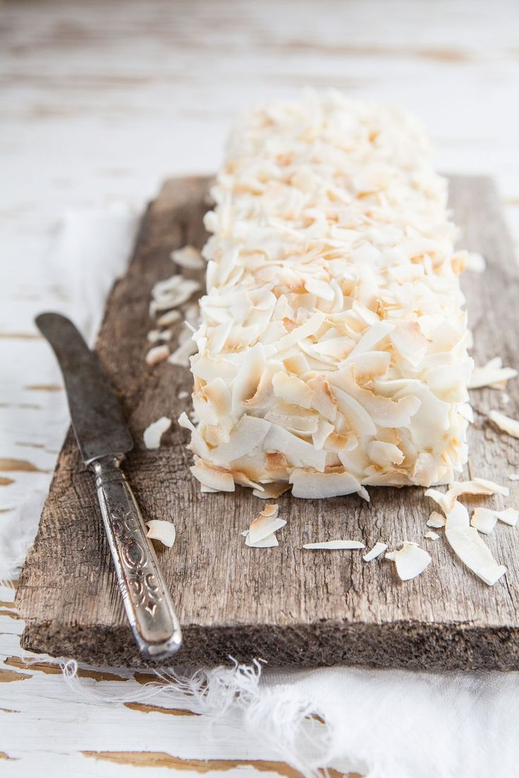Lime cake with coconut frosting and toasted coconut flakes ♥