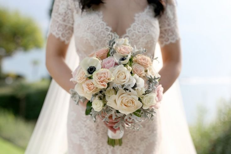 Bridal bouquet. Italian wedding photographers available Worldwide. See more here Contact: Service - Photographers Website - www.photo27.com