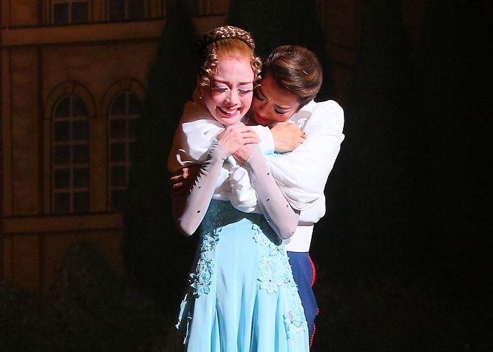 ギャラリー   星組公演 『桜華に舞え』『ロマンス!!(Romance)』   宝塚歌劇公式ホームページ