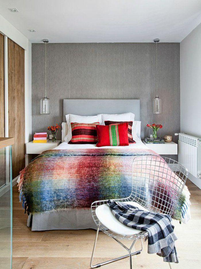table de nuit suspendue, chambre à coucher à touches de couleurs vives