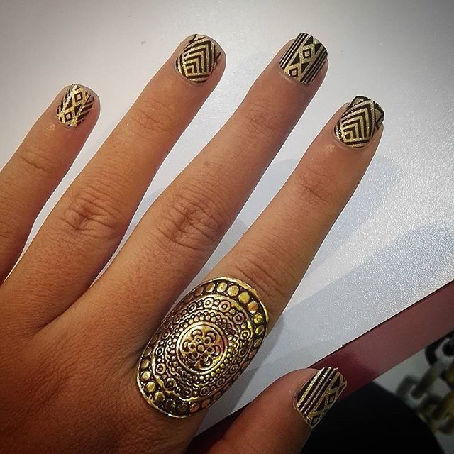 "Add a dose of vintage style to your fingertips with ""Gatsby,"" a 1920s-inspired nail art look! (: @sol.ramirez92 #incoco #nailart #vintagenails #goldnailart #artdecostyle #artdeconails #blacknail"