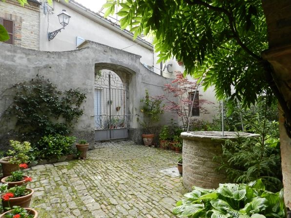 Cobbled courtyard for sale Montefalcone