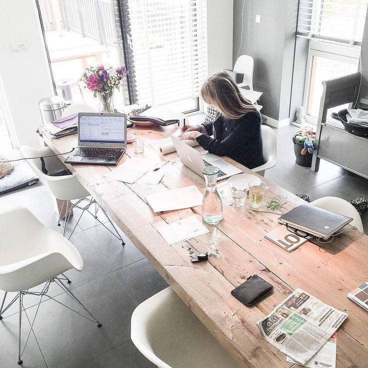 We zijn druk met schetsen schetsen en schetsen..... Leuke plannen leuke ideeën voor lopend project en pitch... #opdrachtdieweheeeelgraagwillen .................................................................. @designanders #designanders #loveit #interior #interiordesign #officedesign #interieurontwerp #interieurarchitect #drawings #schetsen #interior4all #keukentafel #werk #thuiswerken by baukjevandersteeg