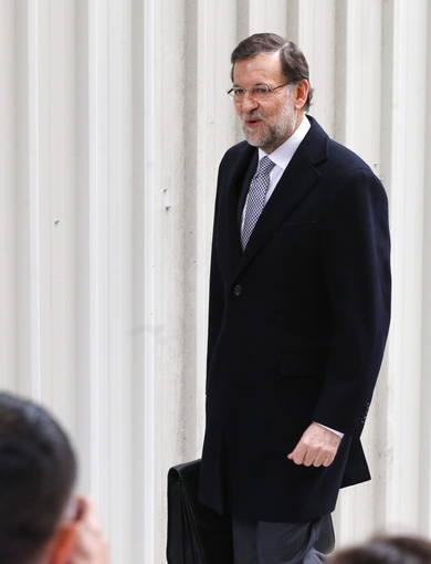 El presidente del Gobierno, Mariano Rajoy , llega al Congreso de los Diputados ante gran expectación de los medios de comunicación donde afronta hoy su primer debate del estado de la nación, en el que anunciará nuevas medidas económicas y se comprometerá a liderar la lucha contra la corrupción política. http://www.rtve.es/noticias/20130220/rajoy-advierte-nada-brotes-verdes-camino-queda-largo-dificil/609452.shtml
