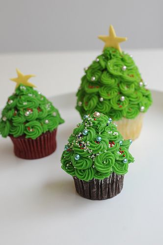 The cutest Christmas Tree cupcakes!
