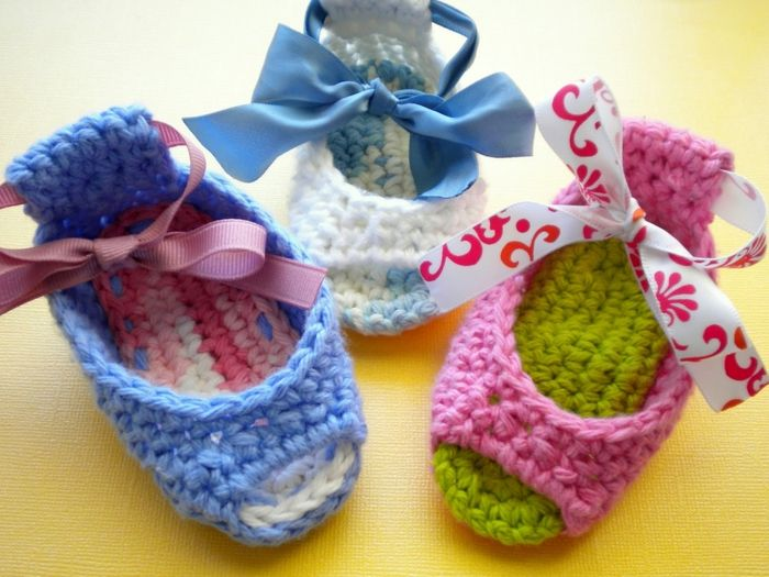 SANDALINHAS DE CROCHE COLORIDAS: Crochet Shoes, Baby Booty, Free Crochet, Crochet Baby, Peeps Baby, Shoes Patterns, Crochet Patterns, Baby Shoes, Piggy Peeps