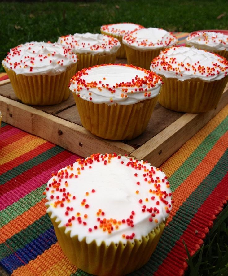 Margaritas.  1/2 docena $ 25.000 1 docena $ 49.000  Incluye entrega a cualquier punto de la ciudad. Sorprendentes cupcakes con base de tequila y limón inspirados en el popular cóctel que les da su nombre.