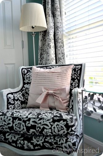 Aqua, black and white teen girls room.  Love the chair with a touch of pink.
